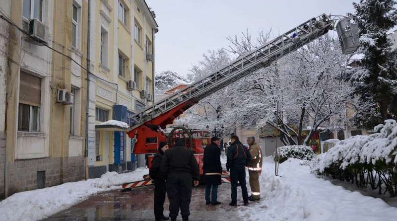 Пловдив почиства ледени висулки, идната седмица се очаква още сняг